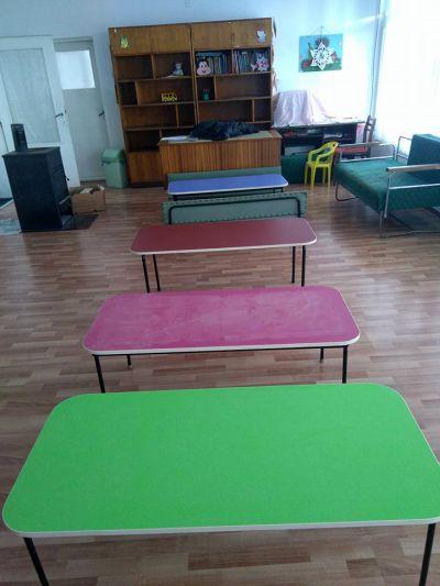 В Горно Сахране подариха цветни масички на детската градина Публикувано в Pavelbanya.eu