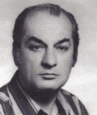 Арх. Дечко Джумаков на младиниПубликувано в Pavelbanya.eu