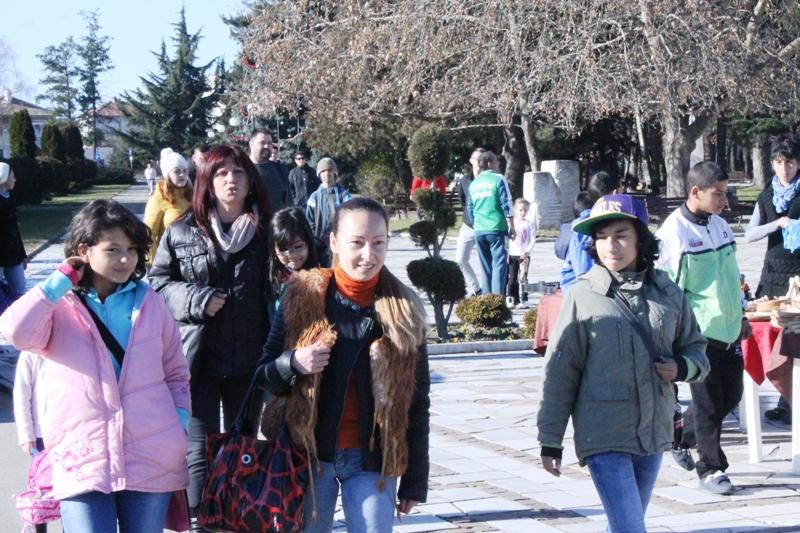 Павелбанци направиха щастливи децата от дома в Брезово Публикувано в Pavelbanya.eu