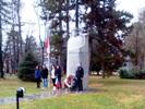 Тържествената церемония по вдигане на националния трибагреник и поднасяне на венци и цветя пред паметници в Павел баня