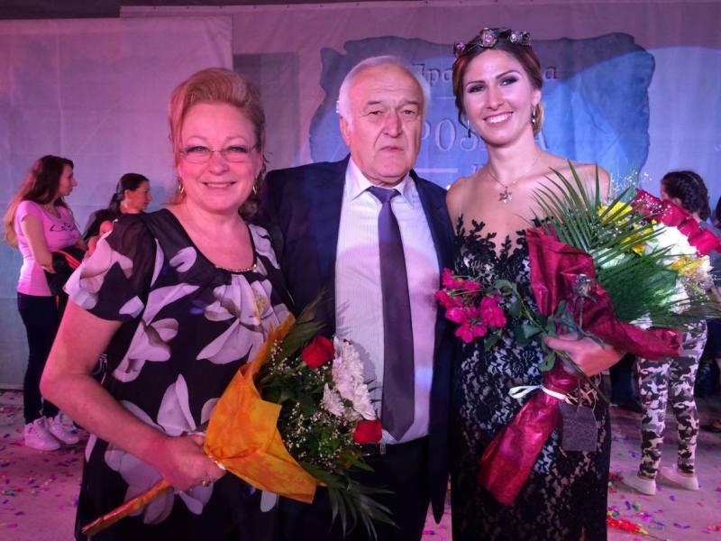 Дeляна Георгиева e Царица Роза Павел баня 2016 Публикувано в Pavelbanya.eu