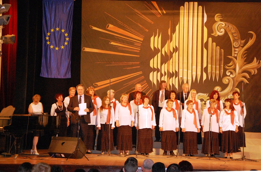 """Хор """"Тодор Мазаров"""" откри юбилейния международен фестивал """"Хармония"""" в Харманли Публикувано в Pavelbanya.eu"""