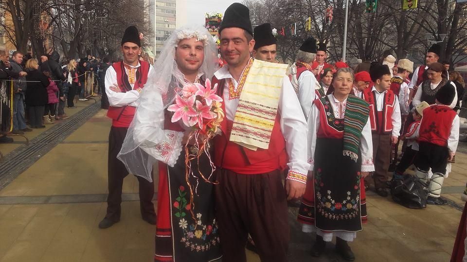 Кукерите от община Павел баня на фестивала 'Сурва' 2016 Публикувано в Pavelbanya.eu