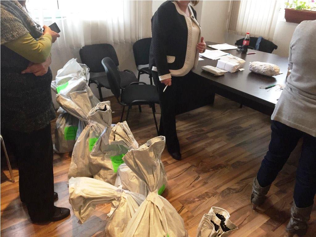 Изгониха журналистите от броенето на бюлетините в Павел баня Публикувано в Pavelbanya.eu