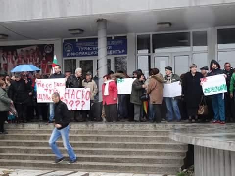 Павел баня на протест заради решенията на Общинския съвет Публикувано в Pavelbanya.eu