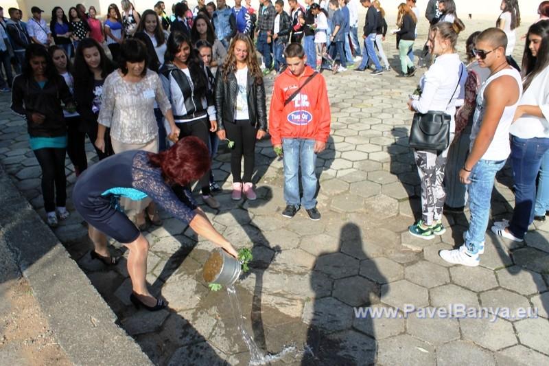 Училищният звънец удари в Павел баня