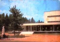 Съвременната сграда на читалище 'Напред 1903' Павел баня преди изграждането на плочникаПубликувано в Pavelbanya.eu